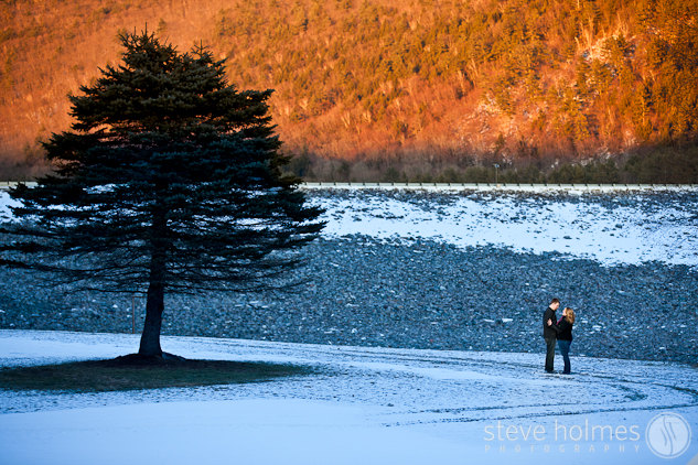 Beautiful afternnon light made for a wonderful portait of Hannah and Alex in front of Surry Dam.