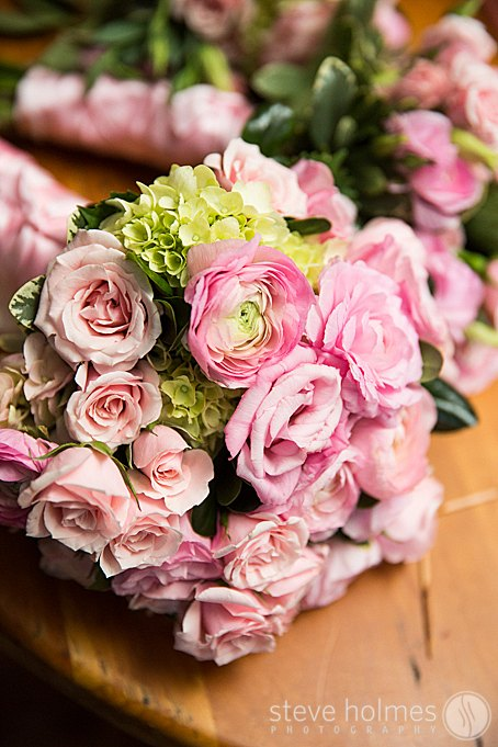A close up of the bouquets.