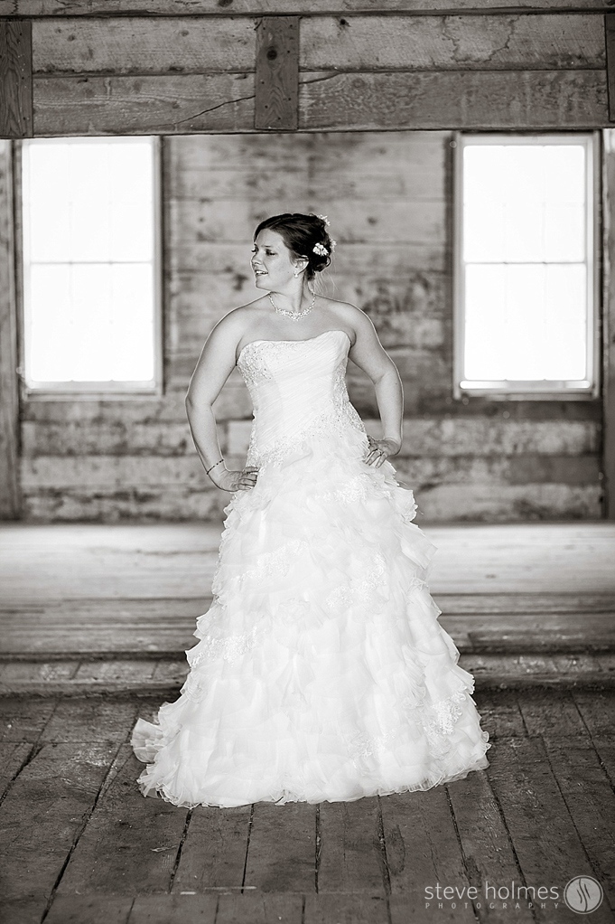 The barn provided interesting textures for the brides portraits.