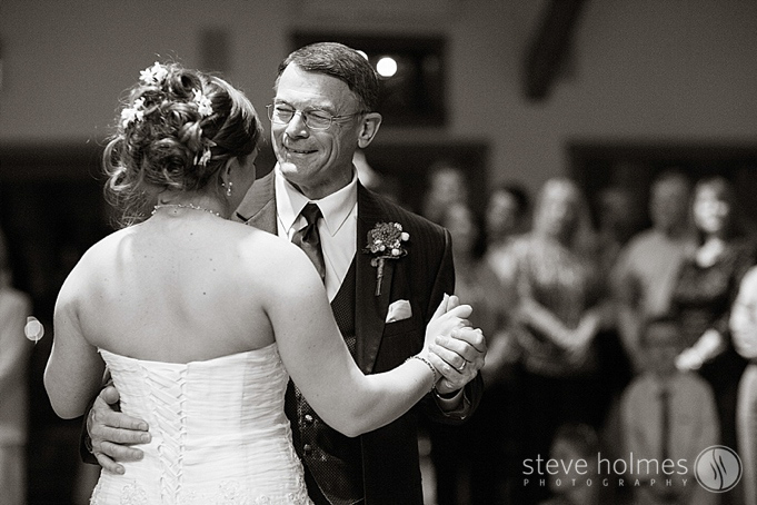 The bride and her fathers first dance.