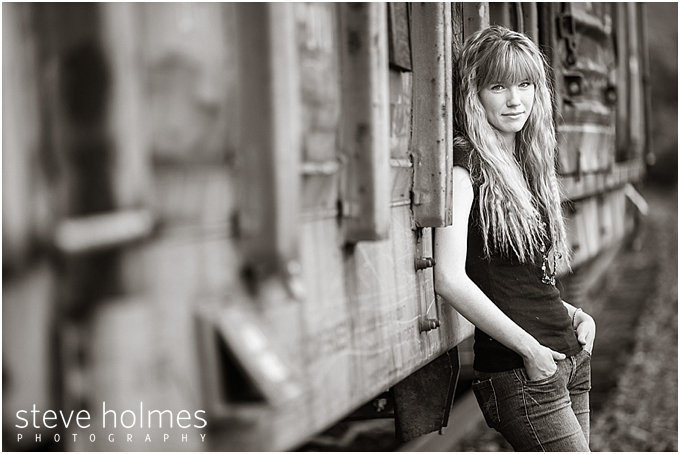 6_black-and-white-image-of-girl-by-train-for-senior-portraits