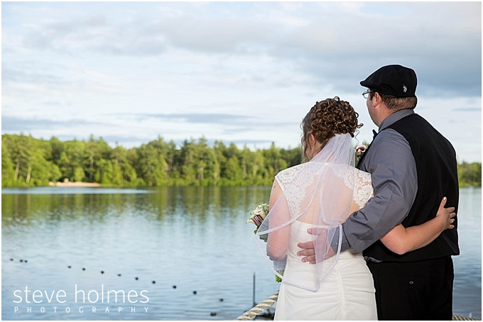 26_bride-groom-look-at-lake