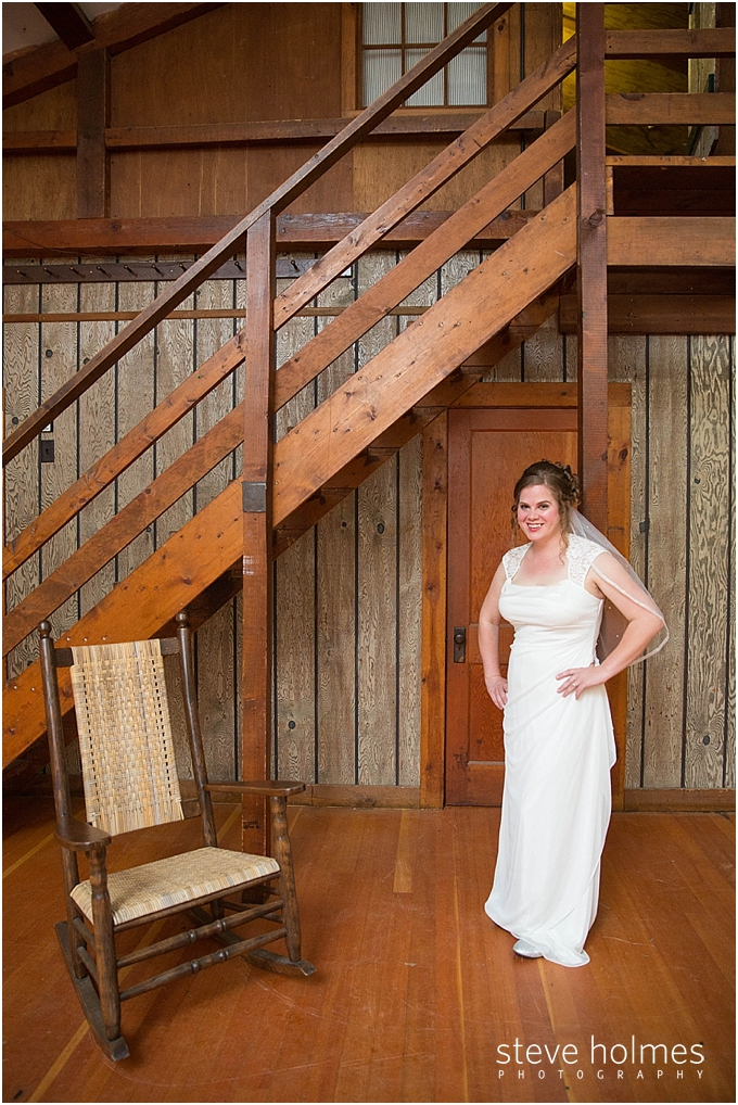 5_bride-poses-in-front-of-wooden-staircase