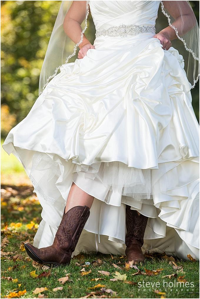 31_bride-cowboy-boots