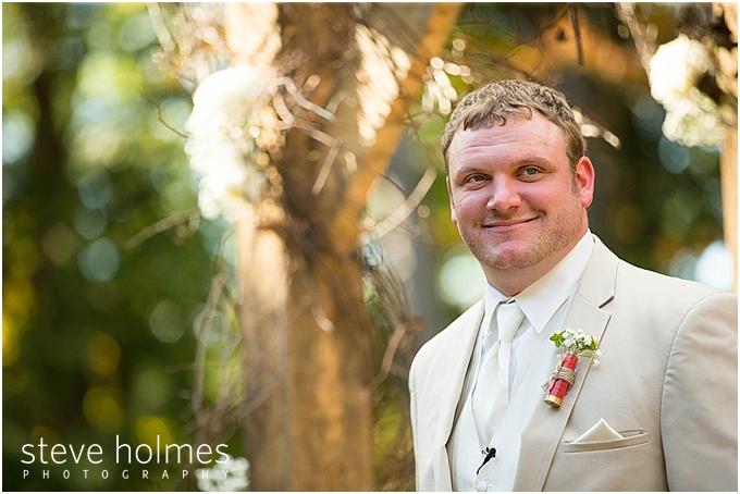 47_groom-smiles-ceremony