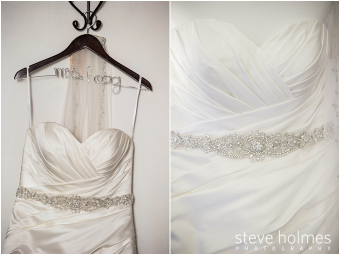 8_personalized-hanger-wedding-gown