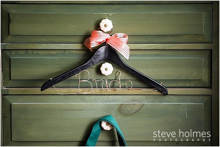 05_bride-hanger