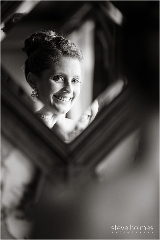 06_reflection-of-bride-smiling-in-mirror