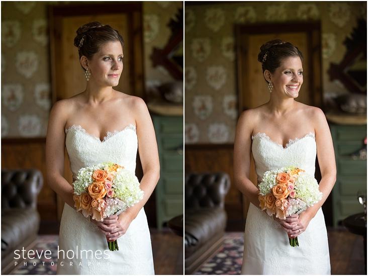 13_bride-holding-bouquet