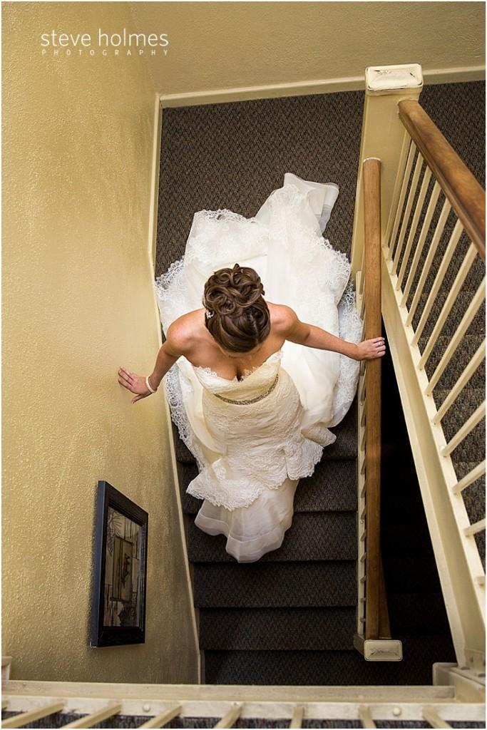 15_bride-walking-down-staircase