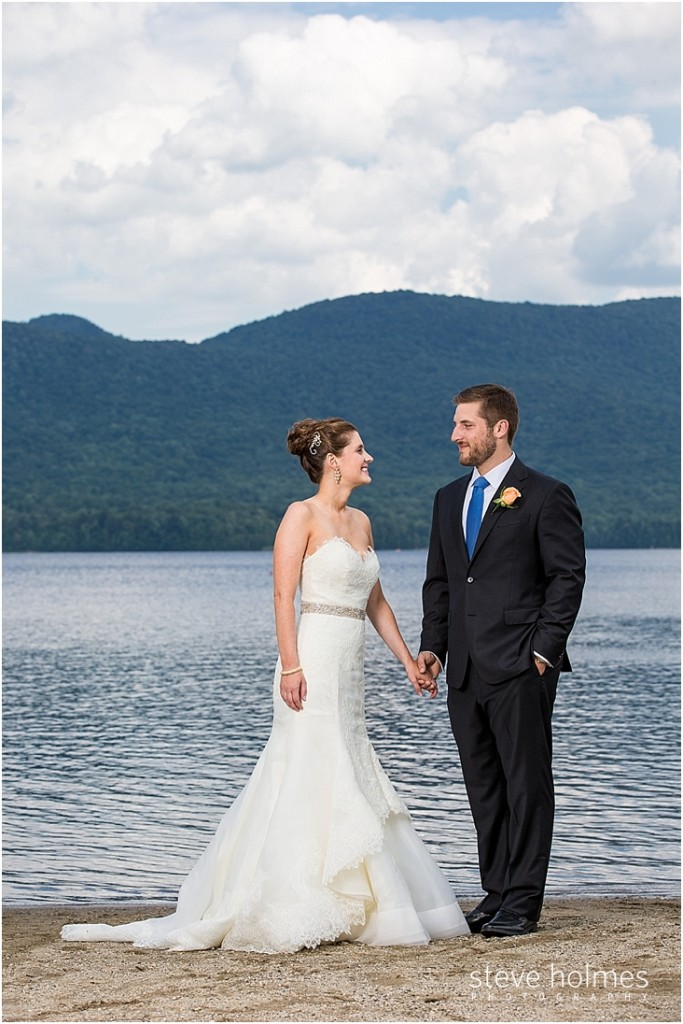 27_bride-groom-hold-hands-by-lake