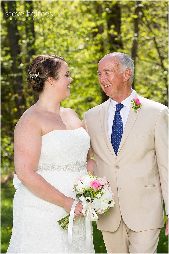 30_bride-father-outside