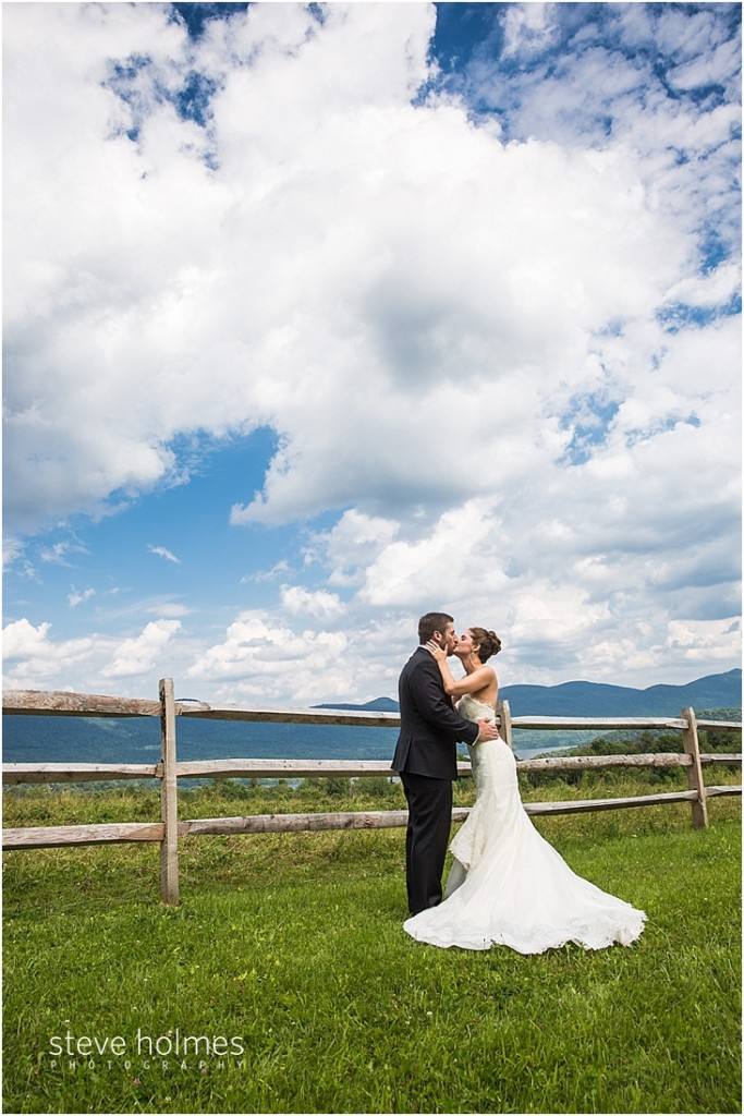 30_bride-groom-kiss-by-wooden-fence