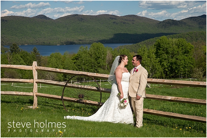 72_bride-groom-wooden-fence