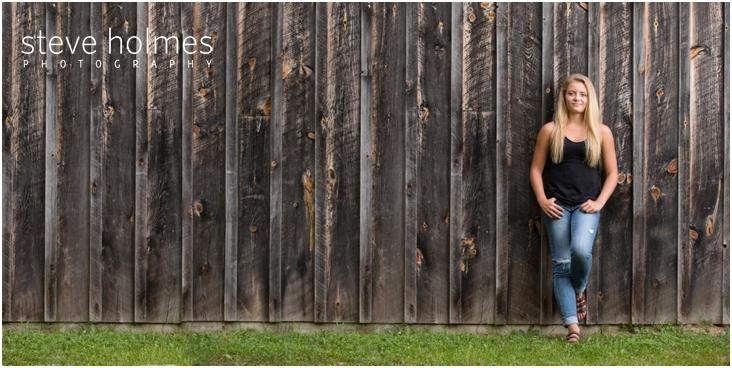 12_girl-at-stonewall-farm-senior-portrait-session