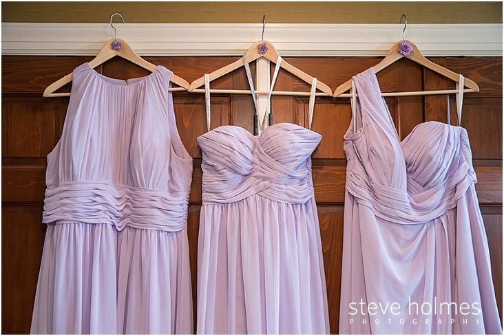 02_light-purple-bridesmaid-dresses-on-hangers