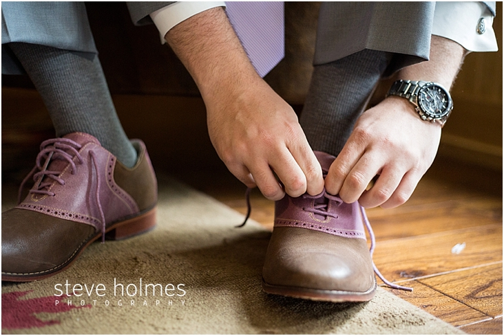 08_man-tying-saddle-shoes