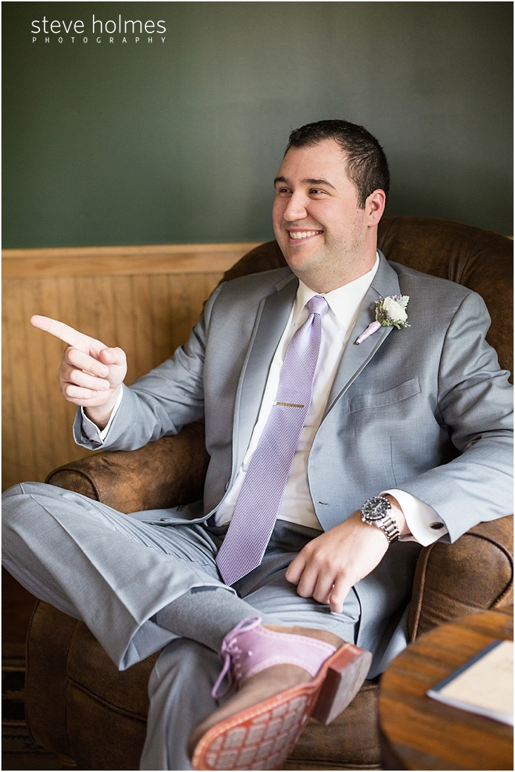 10_groom-sitting-in-chair-smiling-and-pointing