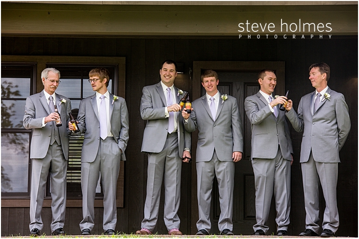 11_groom-and-groomsmen-enjoying-a-beer
