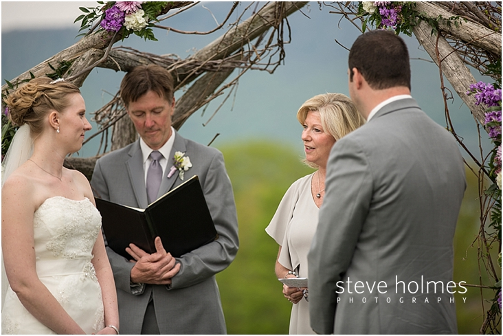 39_reading-by-wedding-guest-during-ceremony