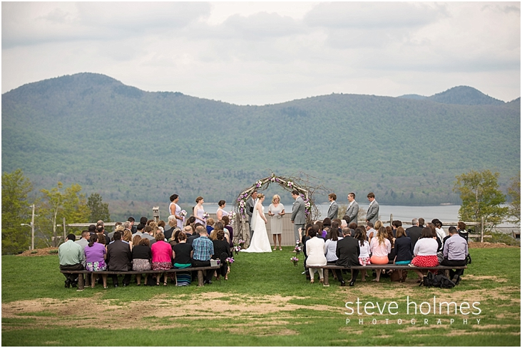 40_wedding-ceremony-with-mountains-in-background