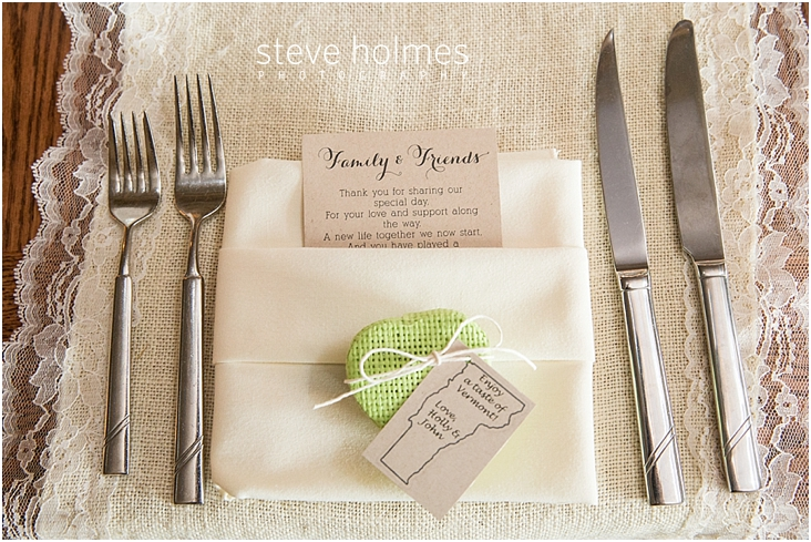 54_place-setting-with-wedding-favor