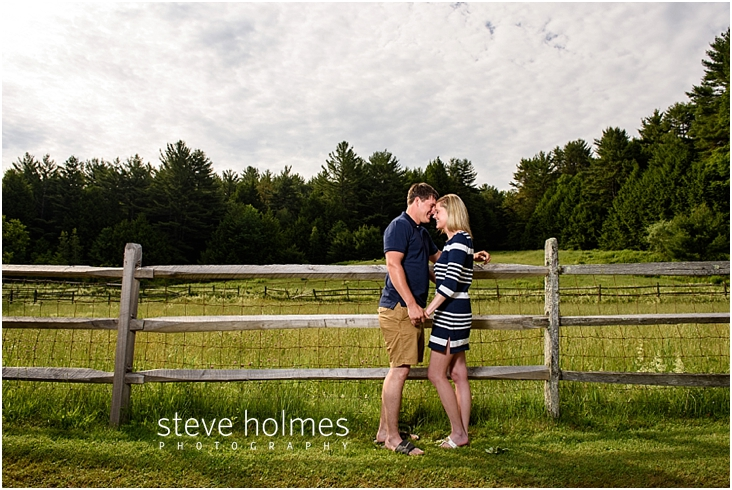 03_couple-forehead-to-forehead-by-wooden-fence