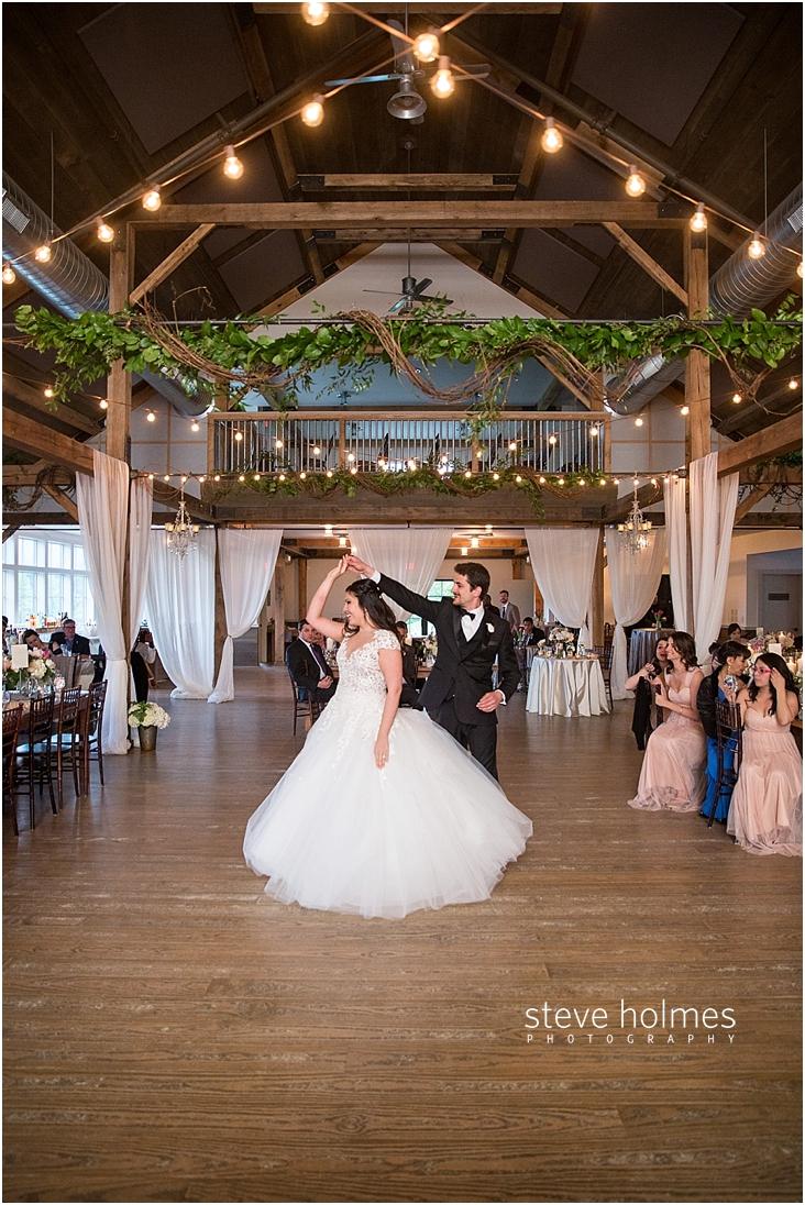 118_groom-twirls-bride-during-first-dance