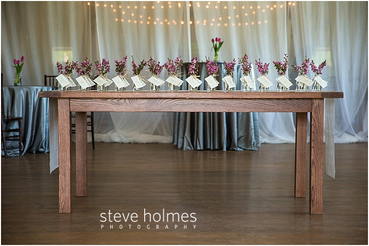 32_table-with-guest-name-card-vases