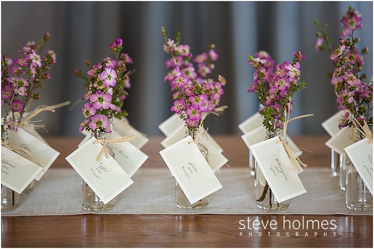 33_guest-name-card-vases-with-pink-wildflowers