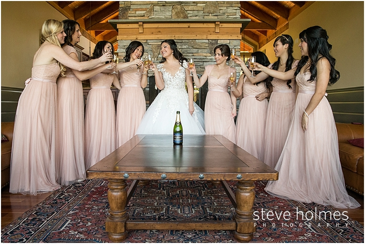 48_bride-and-bridesmaids-toast-champagne