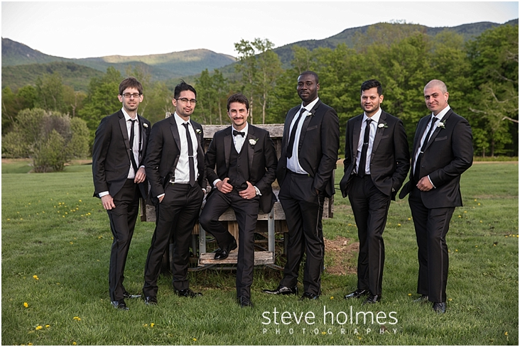 95_relaxed-poses-of-groom-with-groomsmen