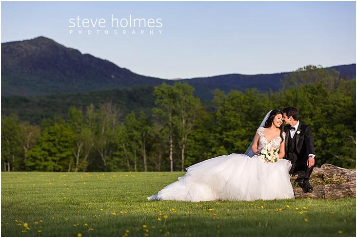 99_bride-and-groom-get-cozy-sitting-on-old-log