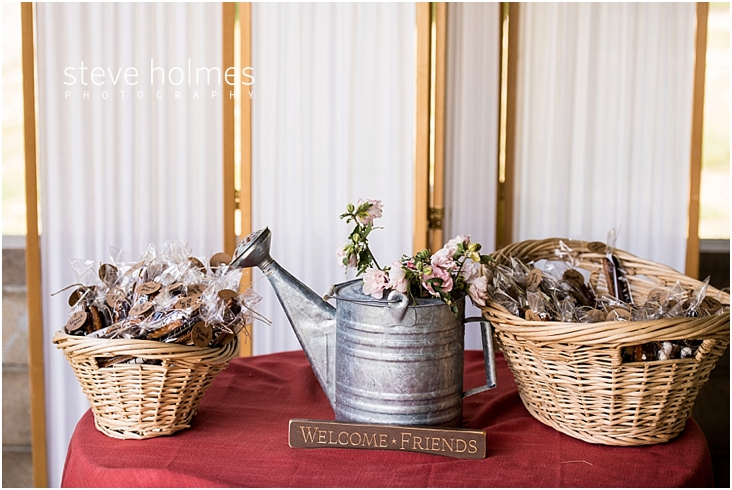 02_metal-watering-can-with-flowers-wicker-basket-with-wedding-favors