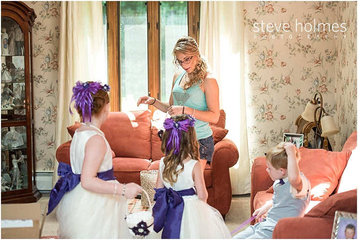 06_bride-in-room-with-flower-girls-and-ring-bearer