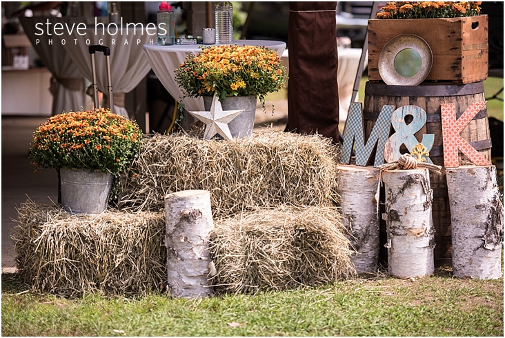 13_hay-bales-mums-birch-log-decorations
