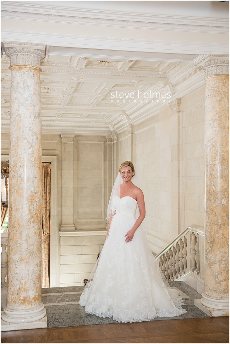 21_bride-standing-on-top-of-staircase