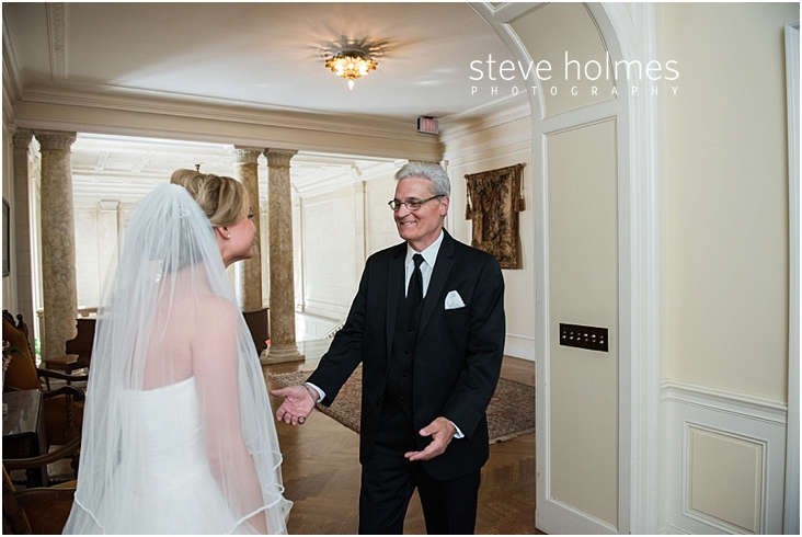 25_father-of-bride-smiles-as-he-sees-her-for-first-time