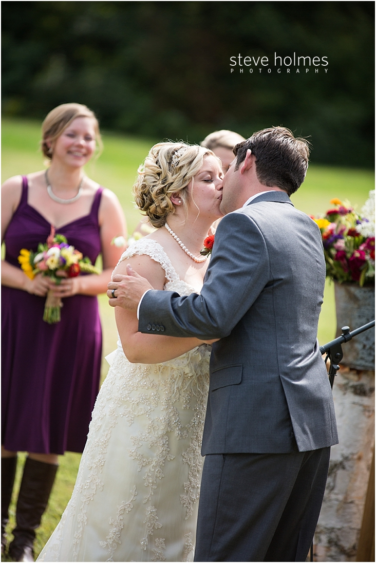 42_bride-and-groom-first-kiss-during-ceremony