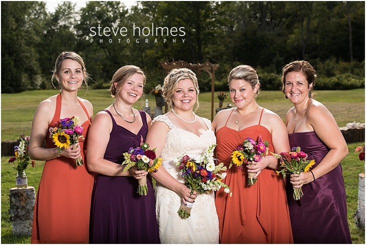 52_bride-with-bridesmaids-outside