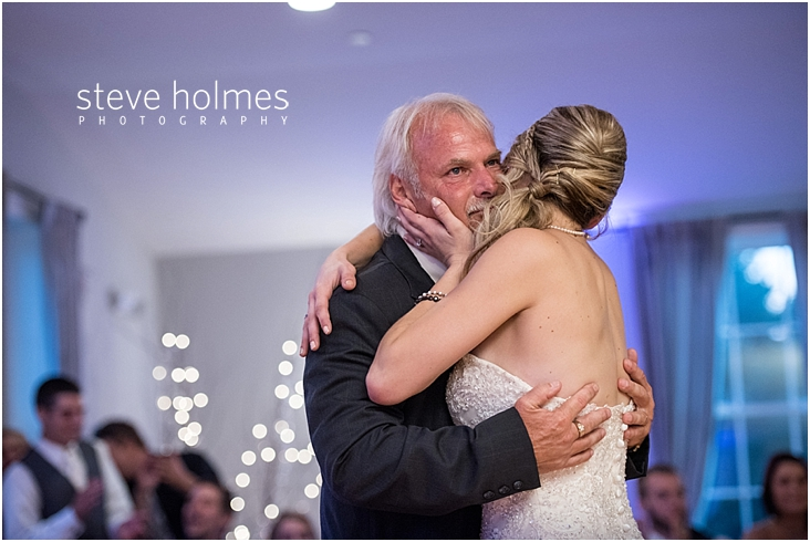 67_father-and-bride-hug-after-dance