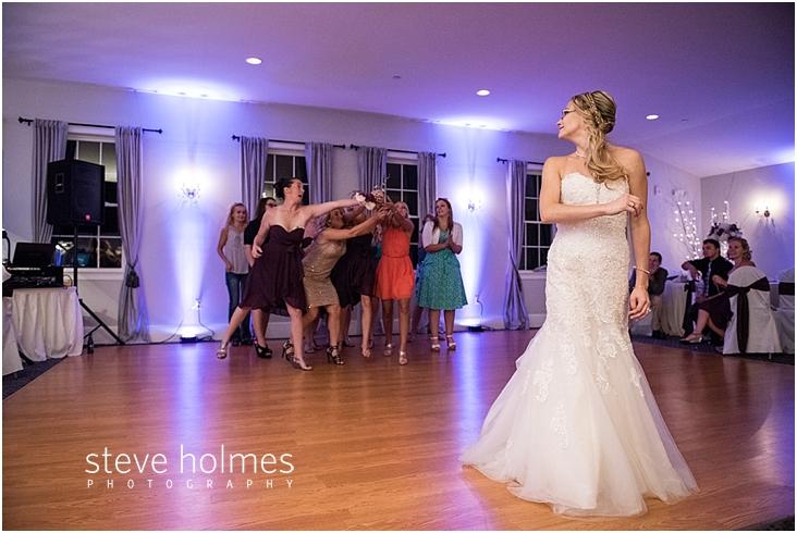 72_bride-tosses-bouquet
