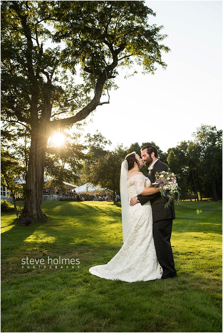 Outdoor-Brattleboro-Country-Club-Wedding-Photos-by-Steve-Holmes-Photography-342