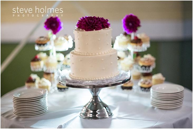 purple-flowers-on-wedding-cake