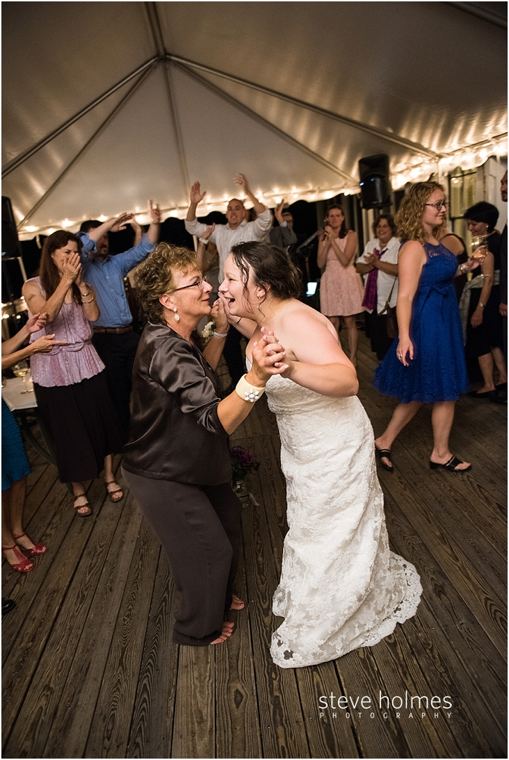Outdoor-Brattleboro-Country-Club-Wedding-Photos-by-Steve-Holmes-Photography-673