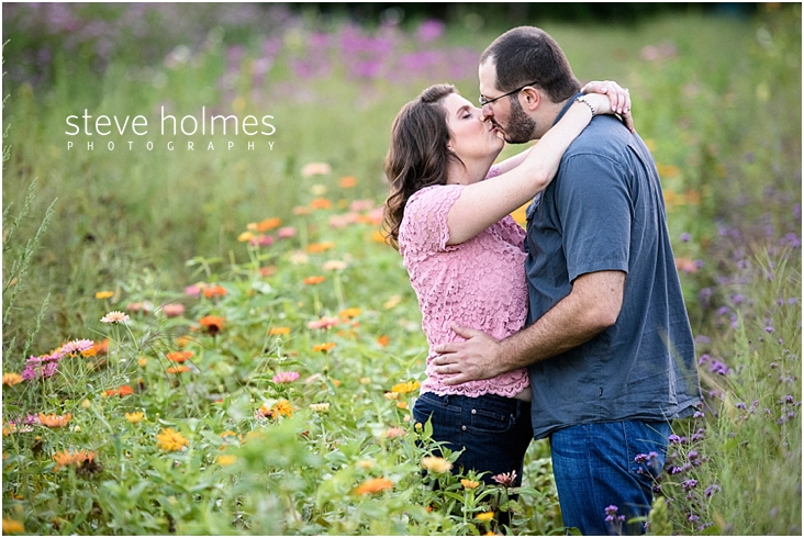 12_happy-couple-kissing-in-wild-flower-field