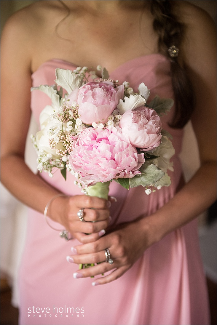 03_bridesmaid-bouquet-wearing-pink-dress_web