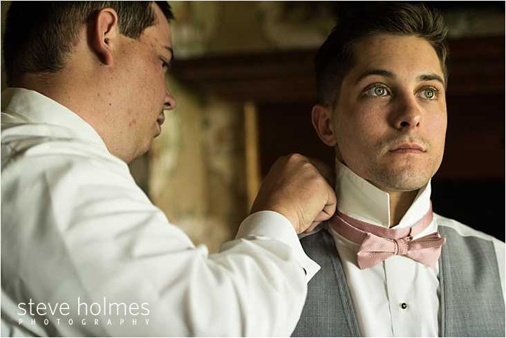 05_pink-bowtie-groom-getting-ready-with-friend_web