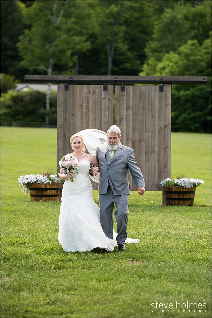 15_bride-and-father-walking-down-aisle_web
