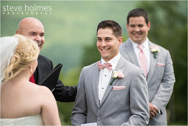 21_smiling-groom-reading-vow_web